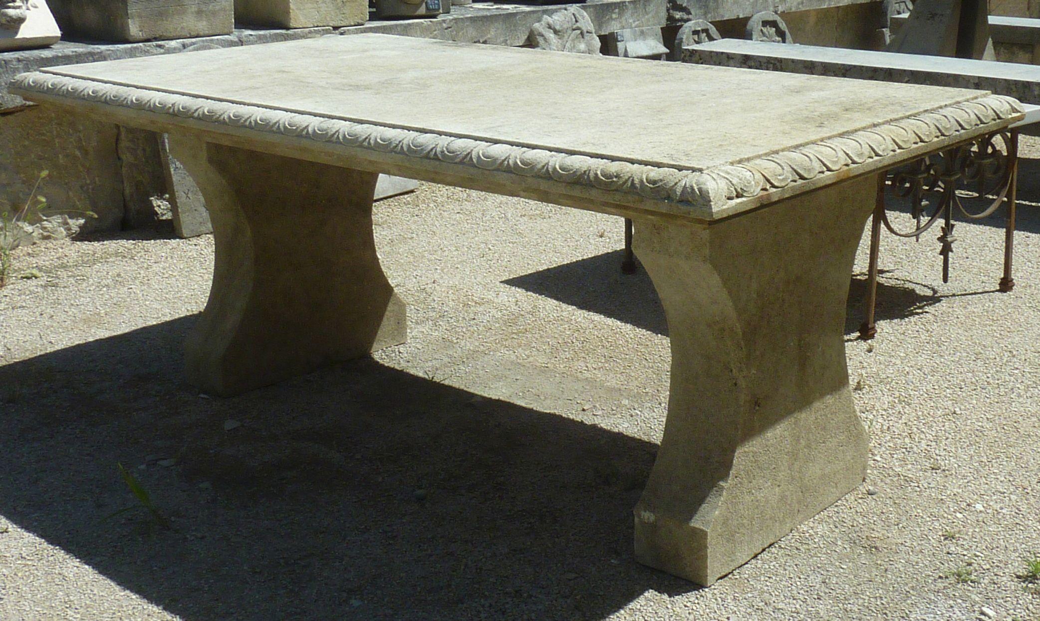 Cette Table En Pierre Naturelle De Provence De 100 X 190 Est ... serapportantà Table De Jardin En Pierre