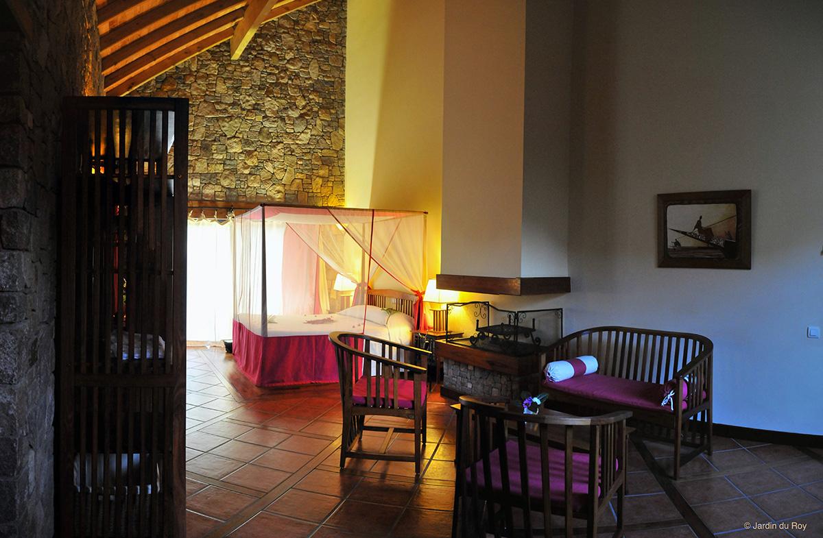 Chambre-Cheminee-Jardin-Du-Roy-Hotel-Isalo-Madagascar ... dedans Cheminee De Jardin