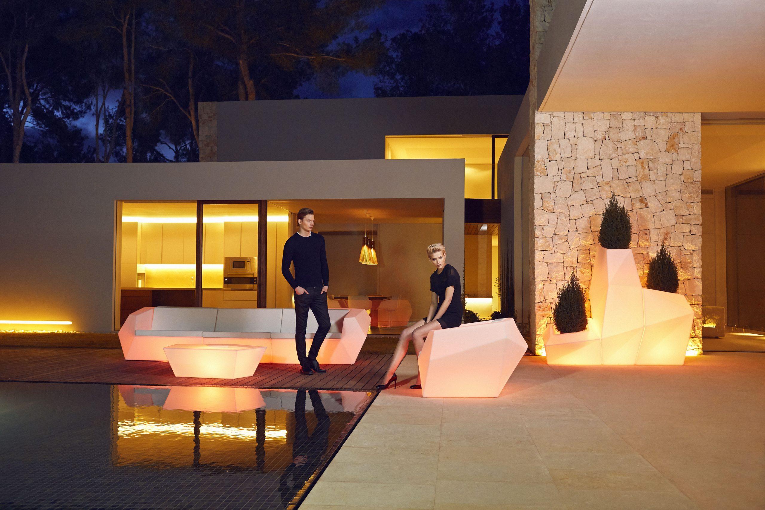 Chauffeuse Extérieure Design Avec Lumière Multicolore Faz ... avec Salon De Jardin Lumineux