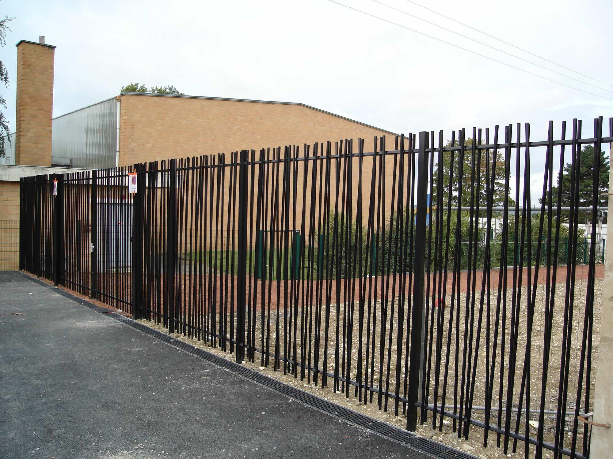 Clôture De Jardin / À Barreaudage / En Métal / Modulaire ... dedans Barriere Pour Cloture Jardin
