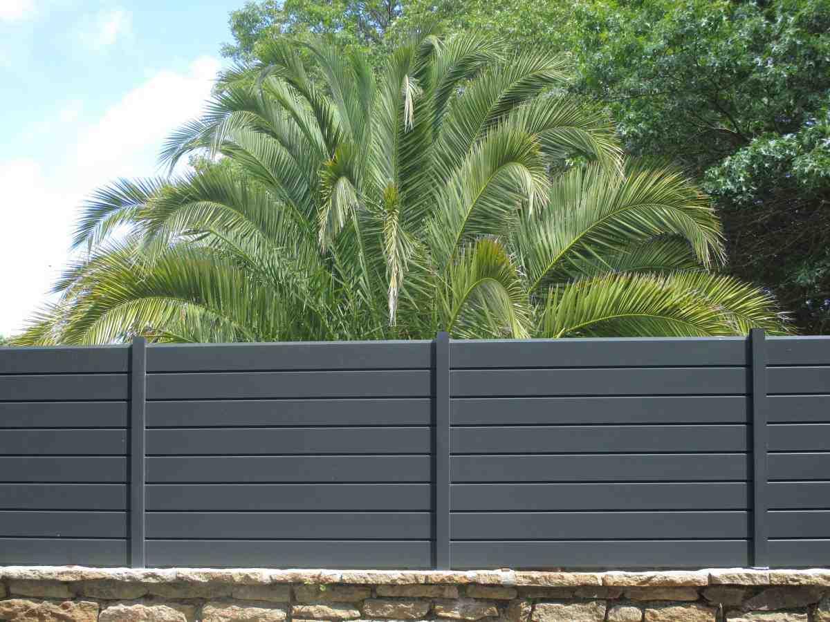 Clôture De Jardin : Les Critères De Base Pour Bien Choisir ... avec Barrière Bois Jardin