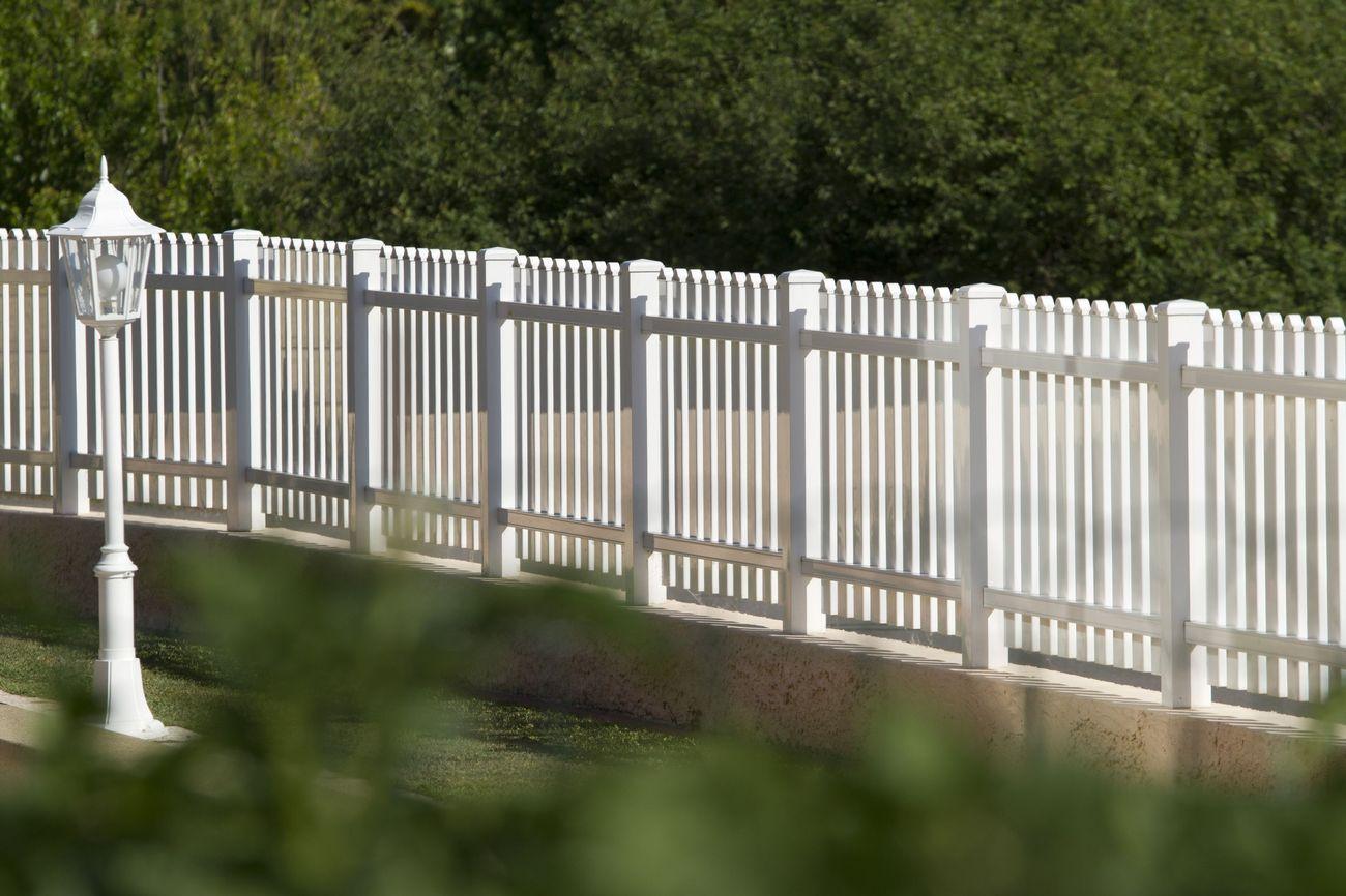 Clôture En Bois, Pvc Pour Maison Et Jardin - Fabrication ... intérieur Barriere De Jardin Bois