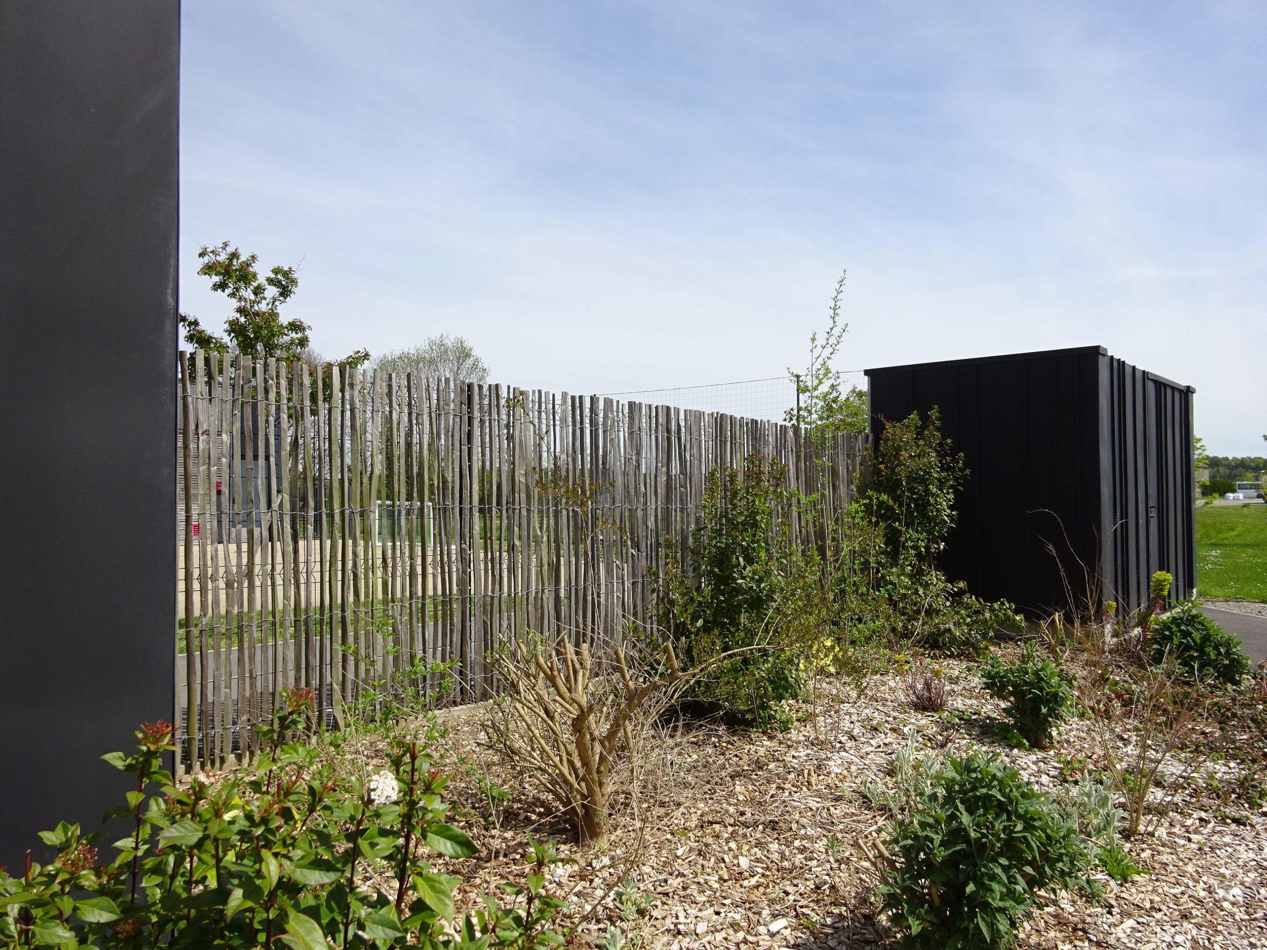 Clôture Ganivelle En Châtaignier Sur Support Rigide ... encequiconcerne Cloture Jardin Chataignier