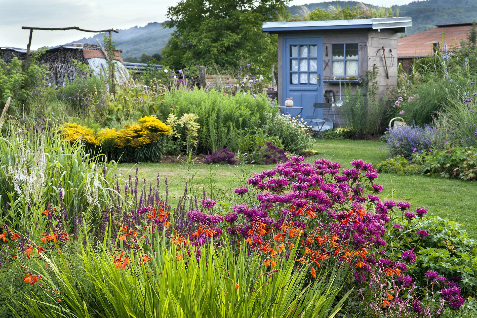 Comment Aménager Des Carrés Fleuris Dans Son Jardin ? avec Comment Realiser Un Jardin
