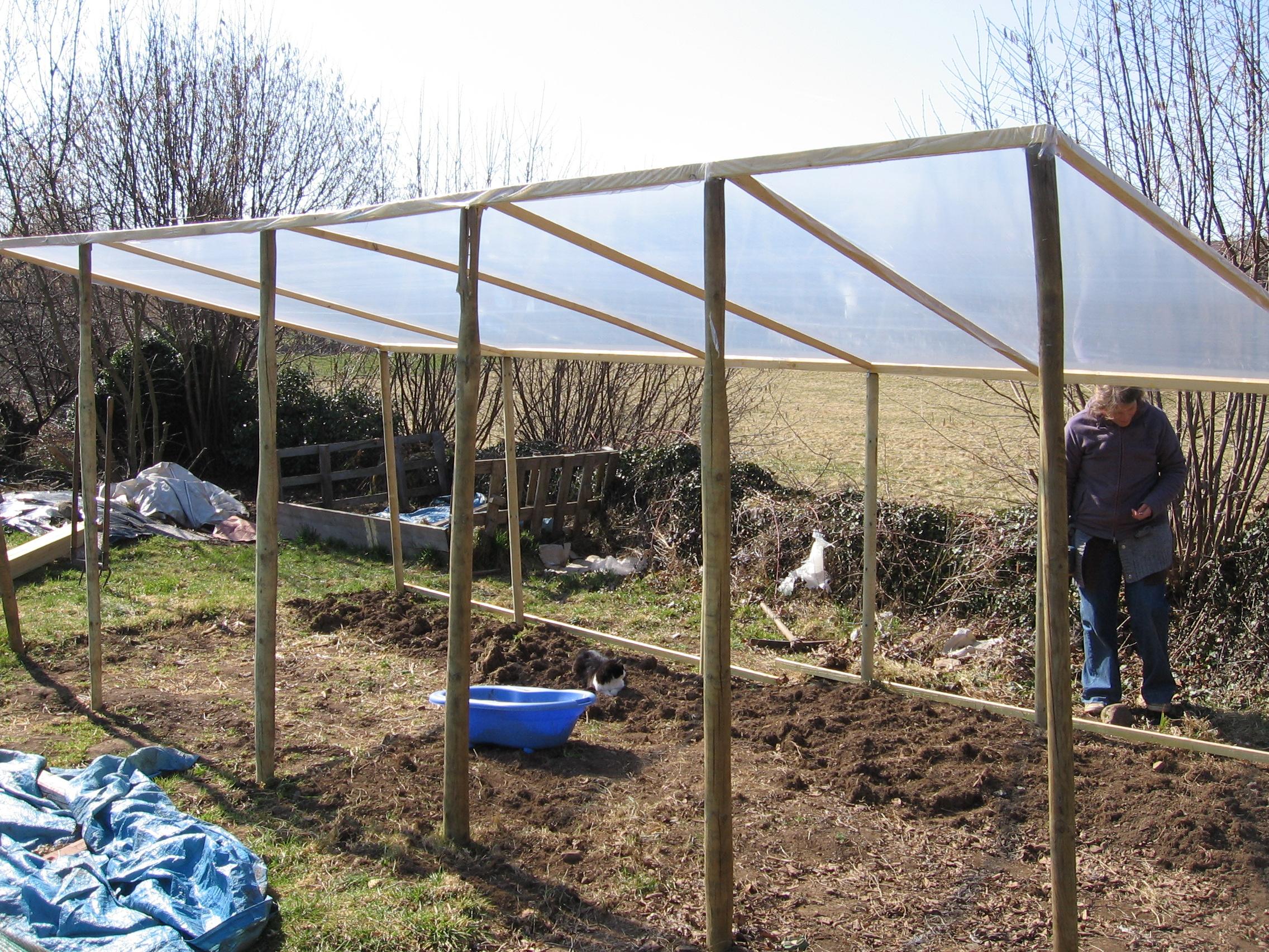 Comment Construire Une Serre Pas Chère Dans Son Jardin | Le ... pour Serre De Jardin Pas Chere