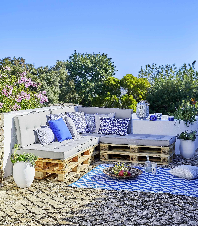Comment Fabriquer Ses Meubles De Jardin En Palettes ? serapportantà Coussin Pour Salon De Jardin En Palette