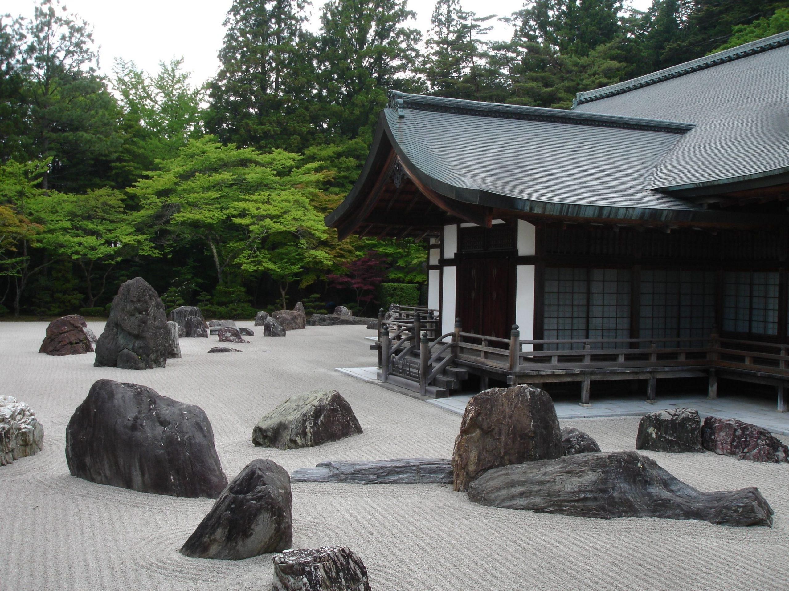 Comment Faire Un Jardin Zen De Bureau Japonais De Roche De ... serapportantà Faire Un Jardin Zen