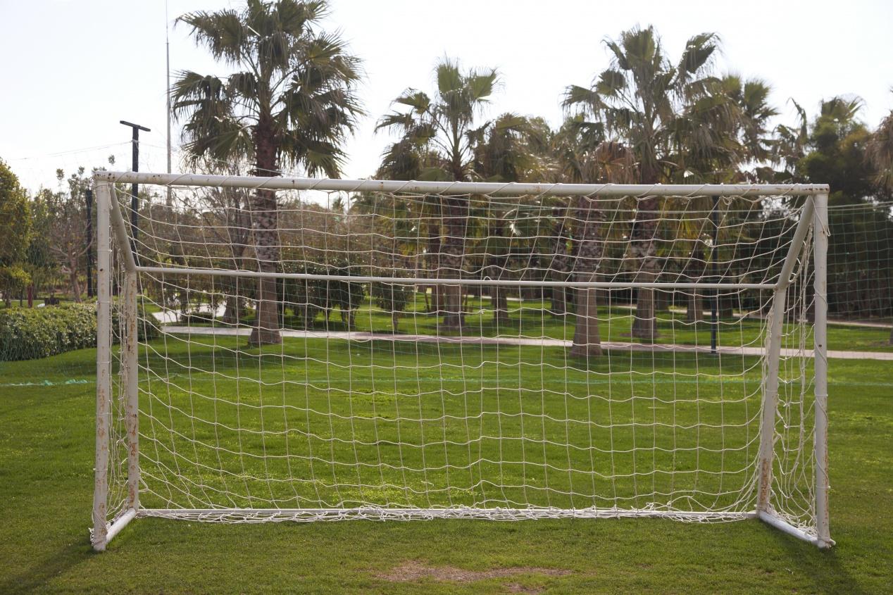 Comment Installer Une Cage De Foot Sur Un Terrain ? avec Goal De Foot Pour Jardin