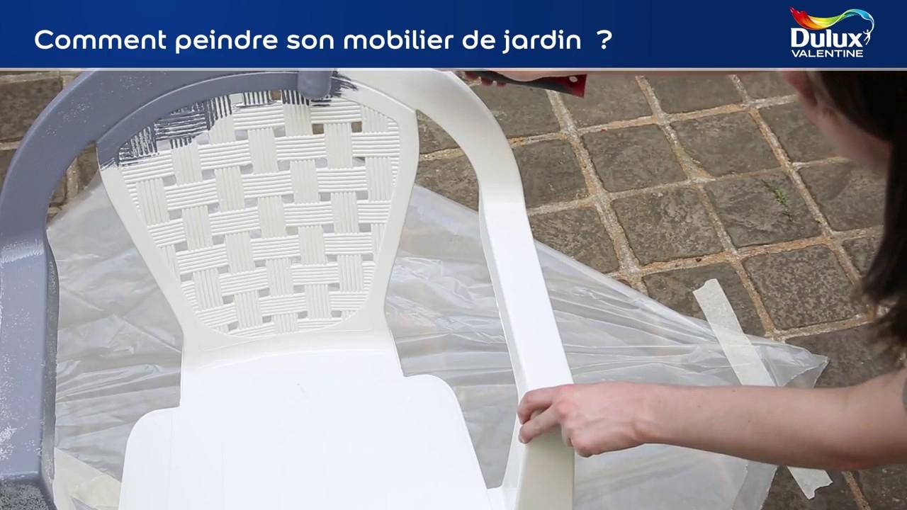 Comment Peindre Son Mobilier De Jardin Avec La Peinture Dulux Valentine  Multi-Supports Extérieure dedans Peinture Pour Meuble De Jardin En Plastique