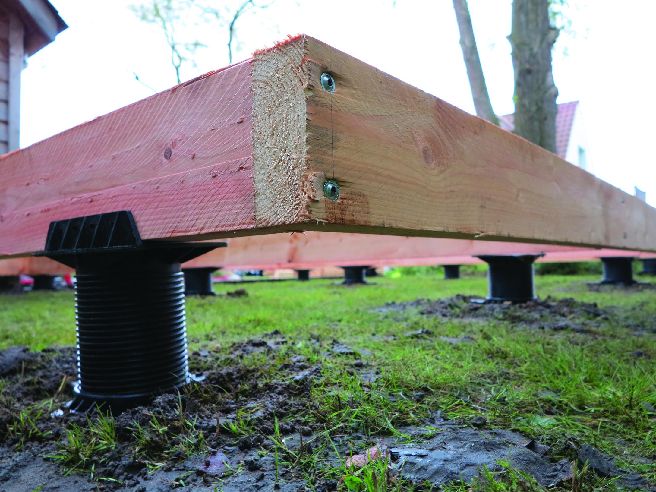 Construction De Terrasse, Abri De Jardin Avec Des Fondations ... destiné Fondation Abri De Jardin