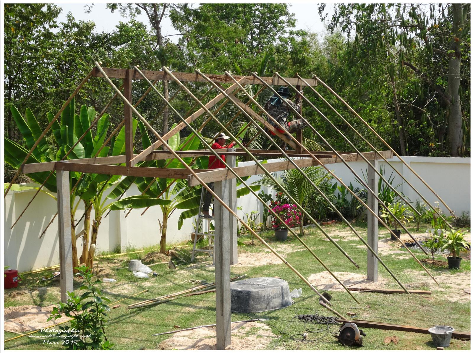 Construction D'un Abri De Jardin (Sala En Thaï) - Le Blog De ... pour Abri Jardin Bambou