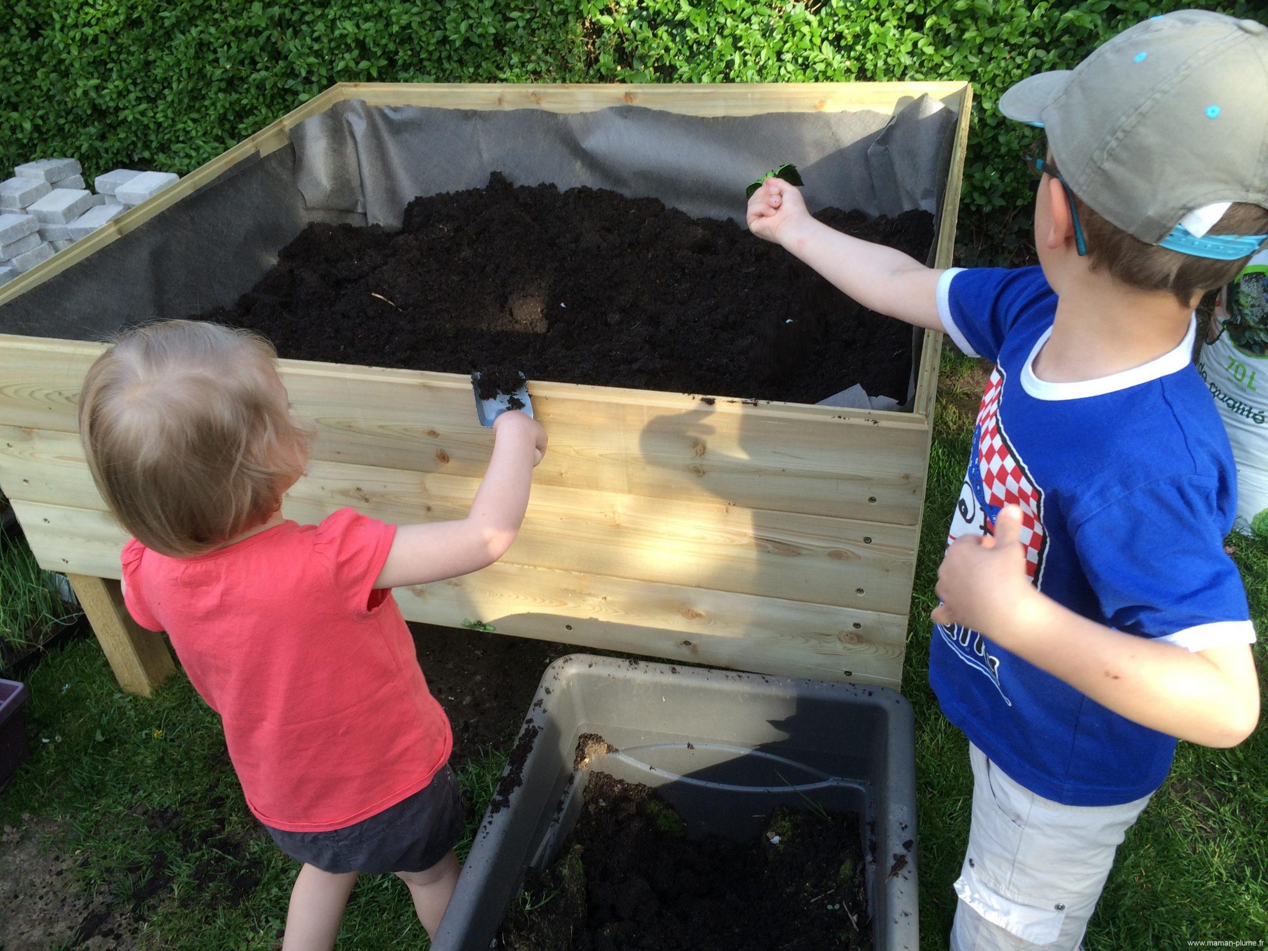 Construction D'un Carré Potager Surélevé Pour Vos Enfants ... serapportantà Construire Jardin Surélevé