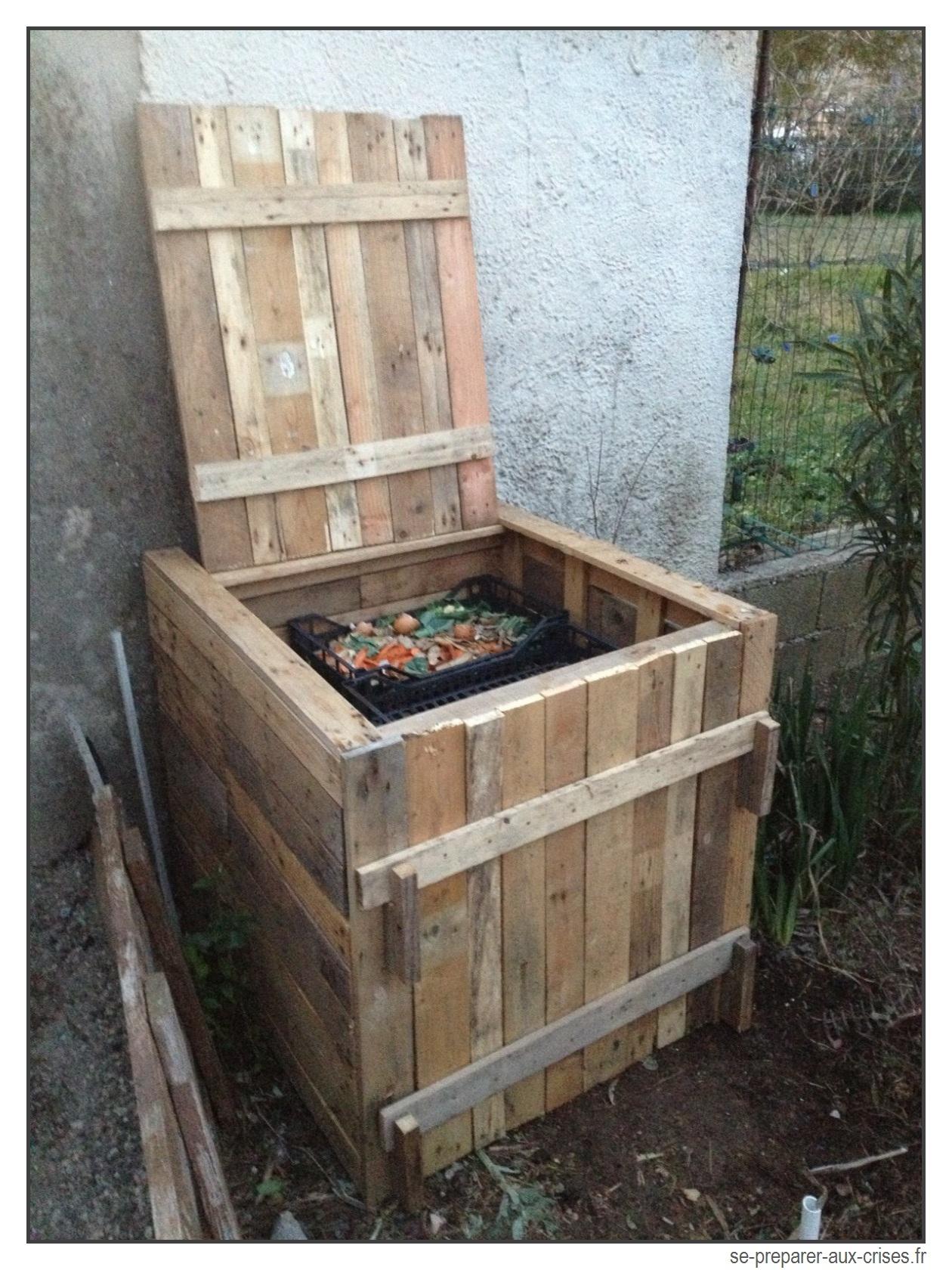 Construire Un Composteur Gratuit En Bois De Palette | Se ... dedans Construire Son Abri De Jardin En Palette