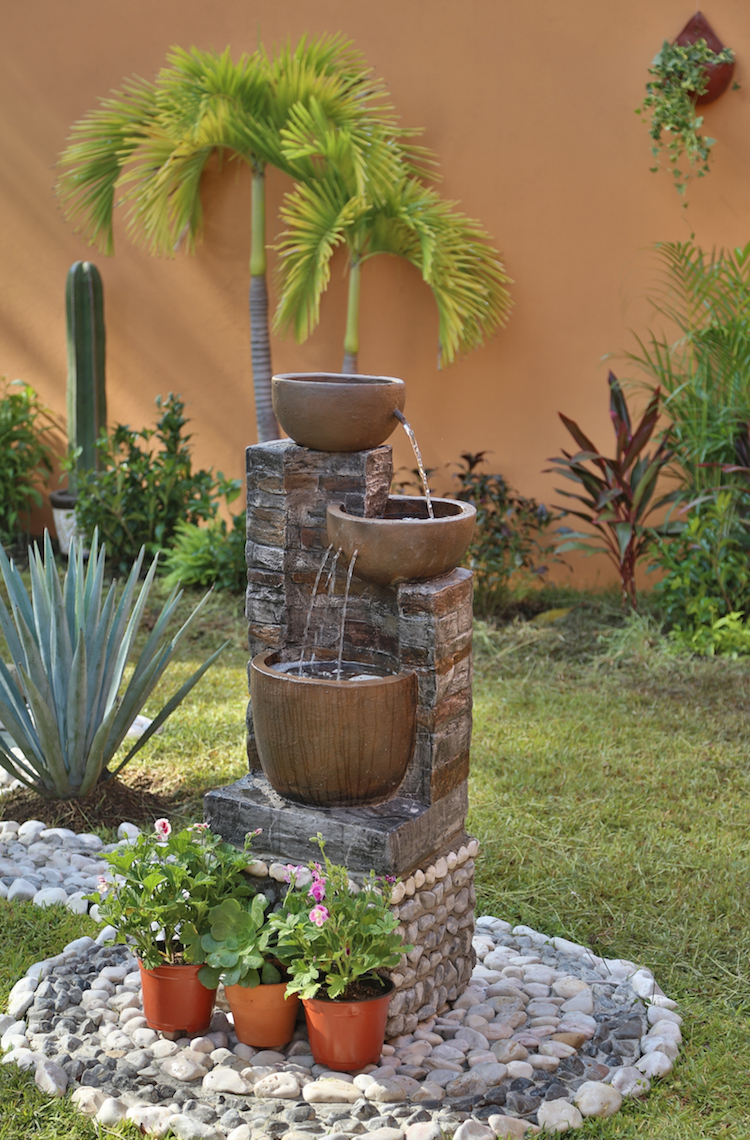 Construire Une Fontaine Extérieure Pour Apporter De L ... dedans Fabriquer Une Fontaine De Jardin