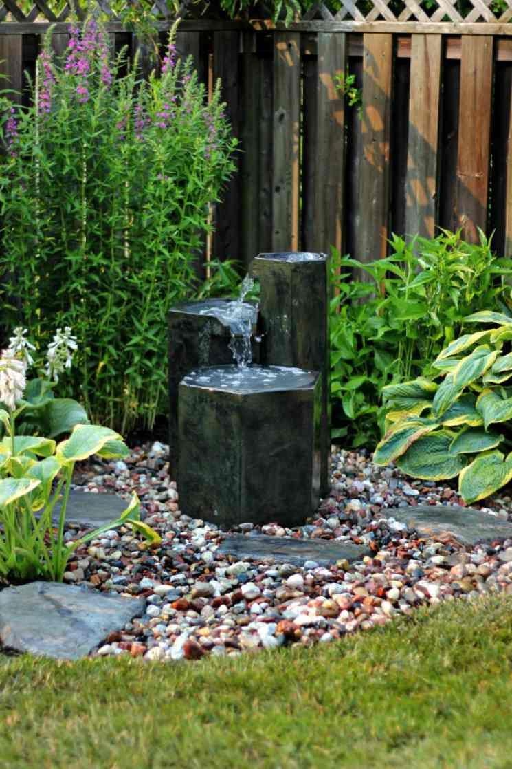 Construire Une Fontaine Extérieure Pour Apporter De L ... destiné Fabriquer Une Fontaine De Jardin
