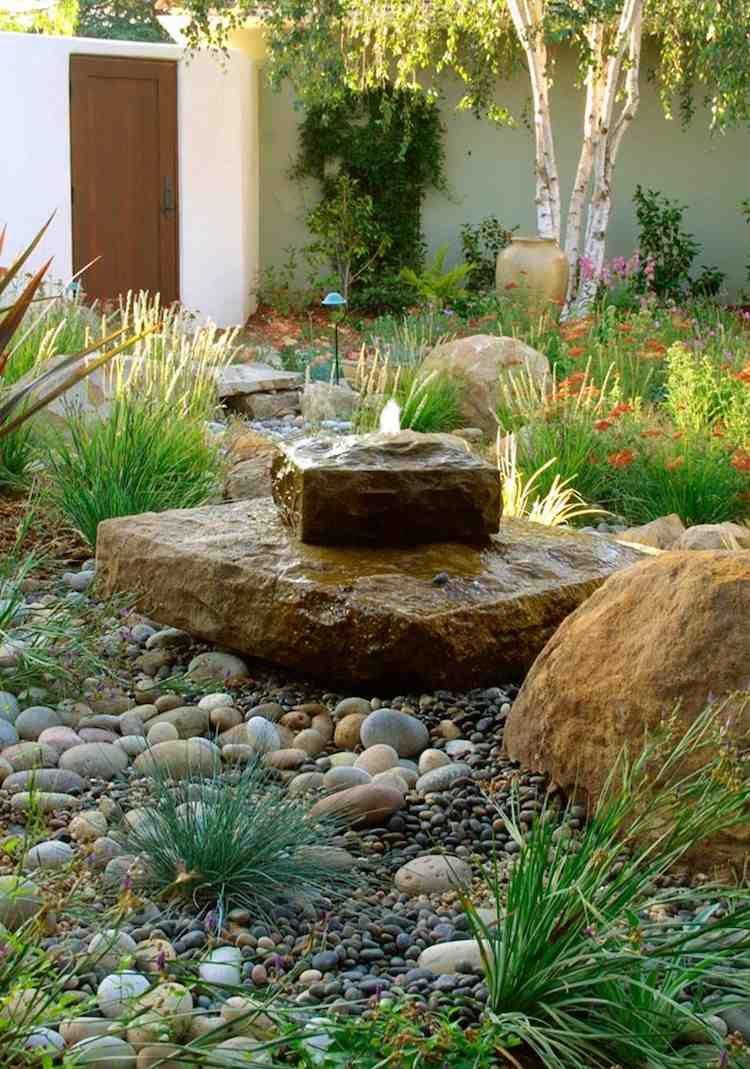 Construire Une Fontaine Extérieure Pour Apporter De L ... encequiconcerne Fabriquer Une Fontaine De Jardin