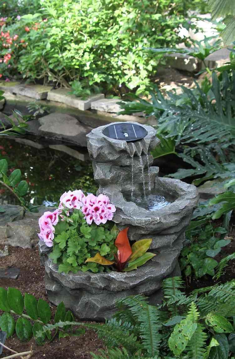 Construire Une Fontaine Extérieure Pour Apporter De L ... serapportantà Fontaine Exterieure De Jardin