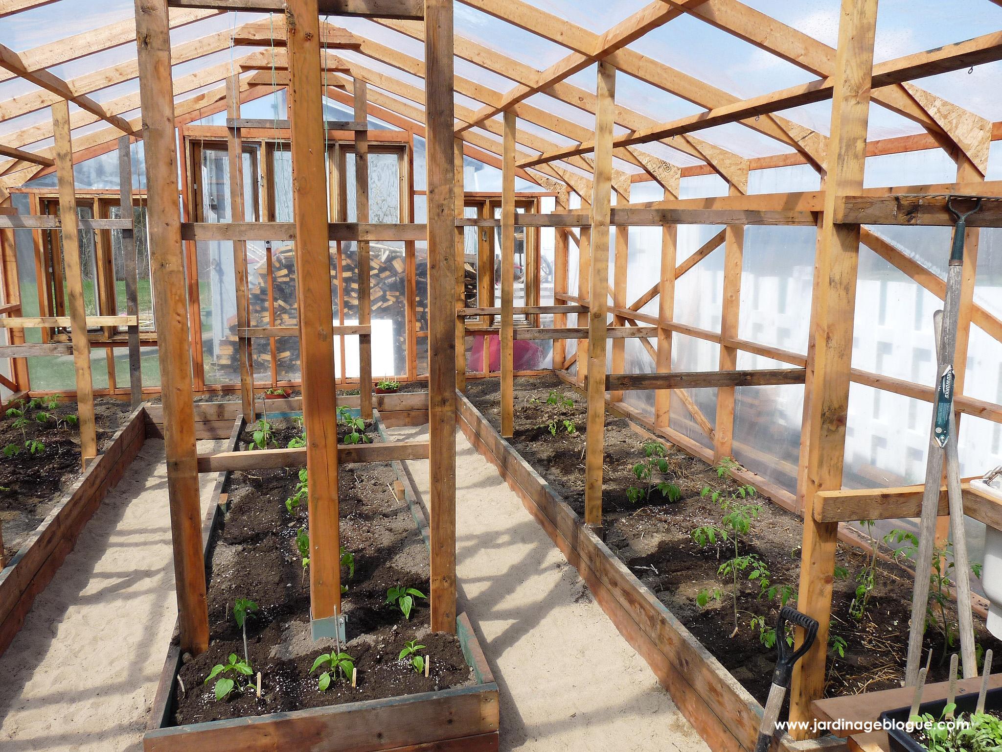 Construire Une Serre – Plan Et Étapes De Construction ... intérieur Construction D Une Serre De Jardin En Bois