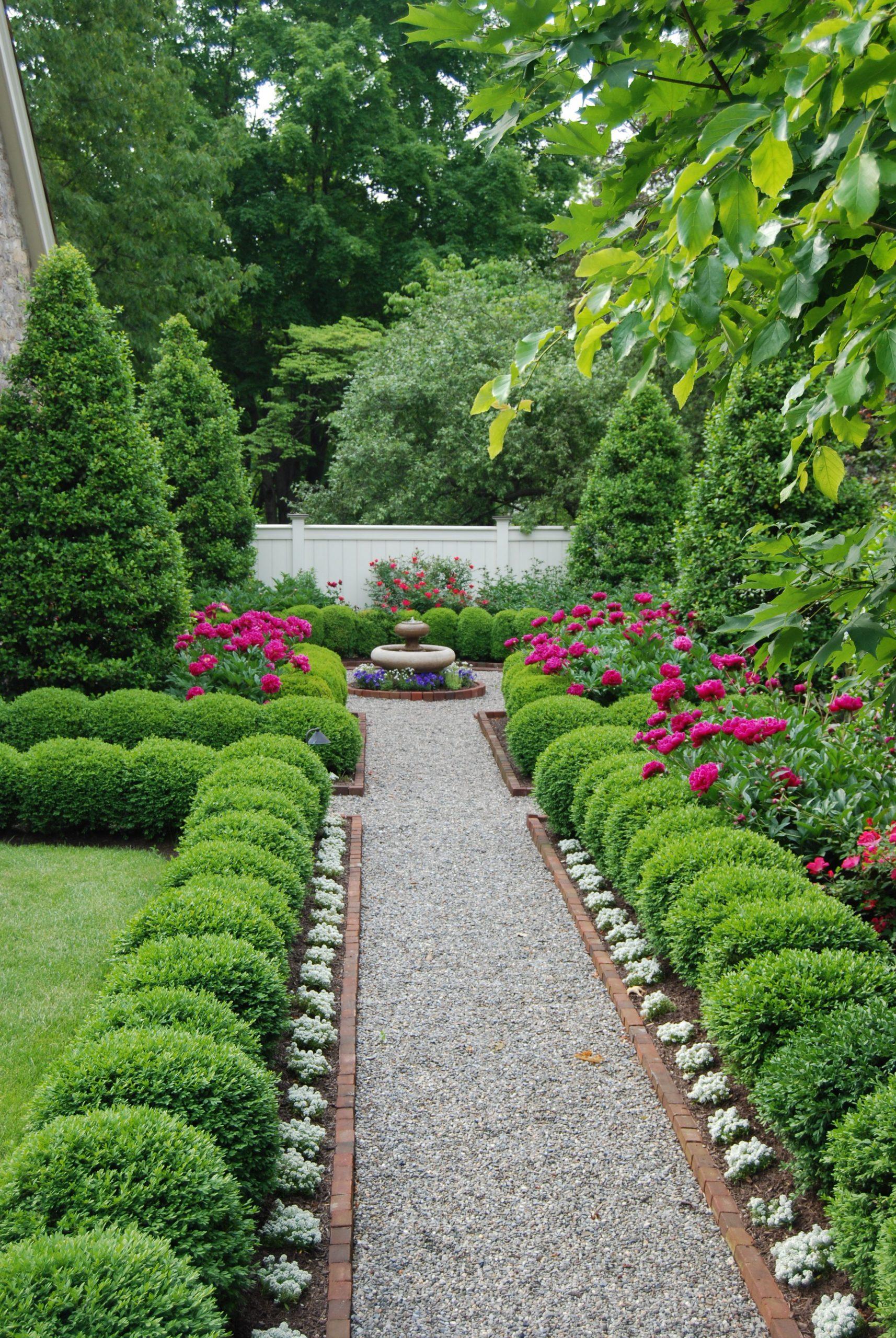 Contraste Entre Plantes Fleurs Blanches Et Buxus ... avec Modeles Jardins Avec Galets