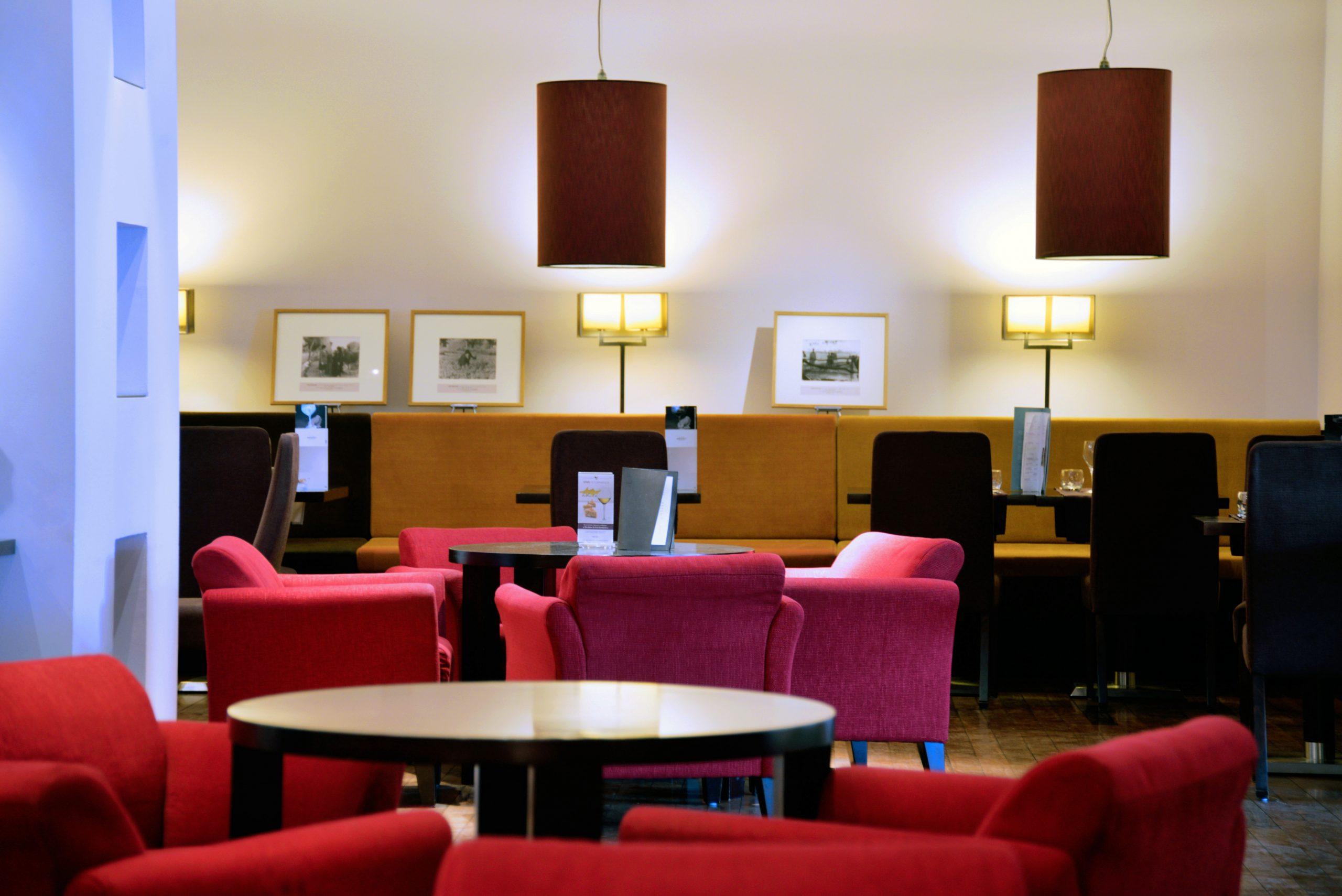 Cote Salon, Cote Jardin, Hotel-Restaurant - Montpellier ... destiné Salon De Jardin Montpellier