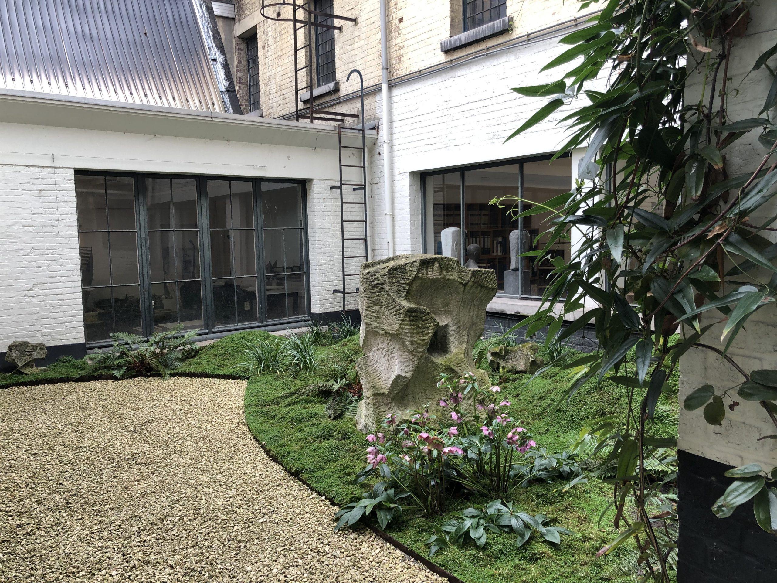 Cour De 40M2 - Bruxelles, Ixelles / Marguerite Ferry - Urban ... encequiconcerne Dolomie Jardin
