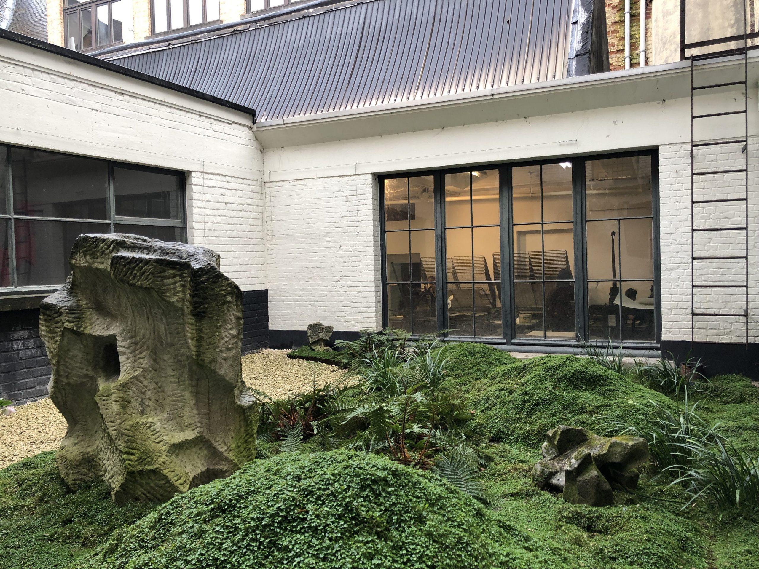 Cour De 40M2 - Bruxelles, Ixelles / Marguerite Ferry - Urban ... intérieur Dolomie Jardin