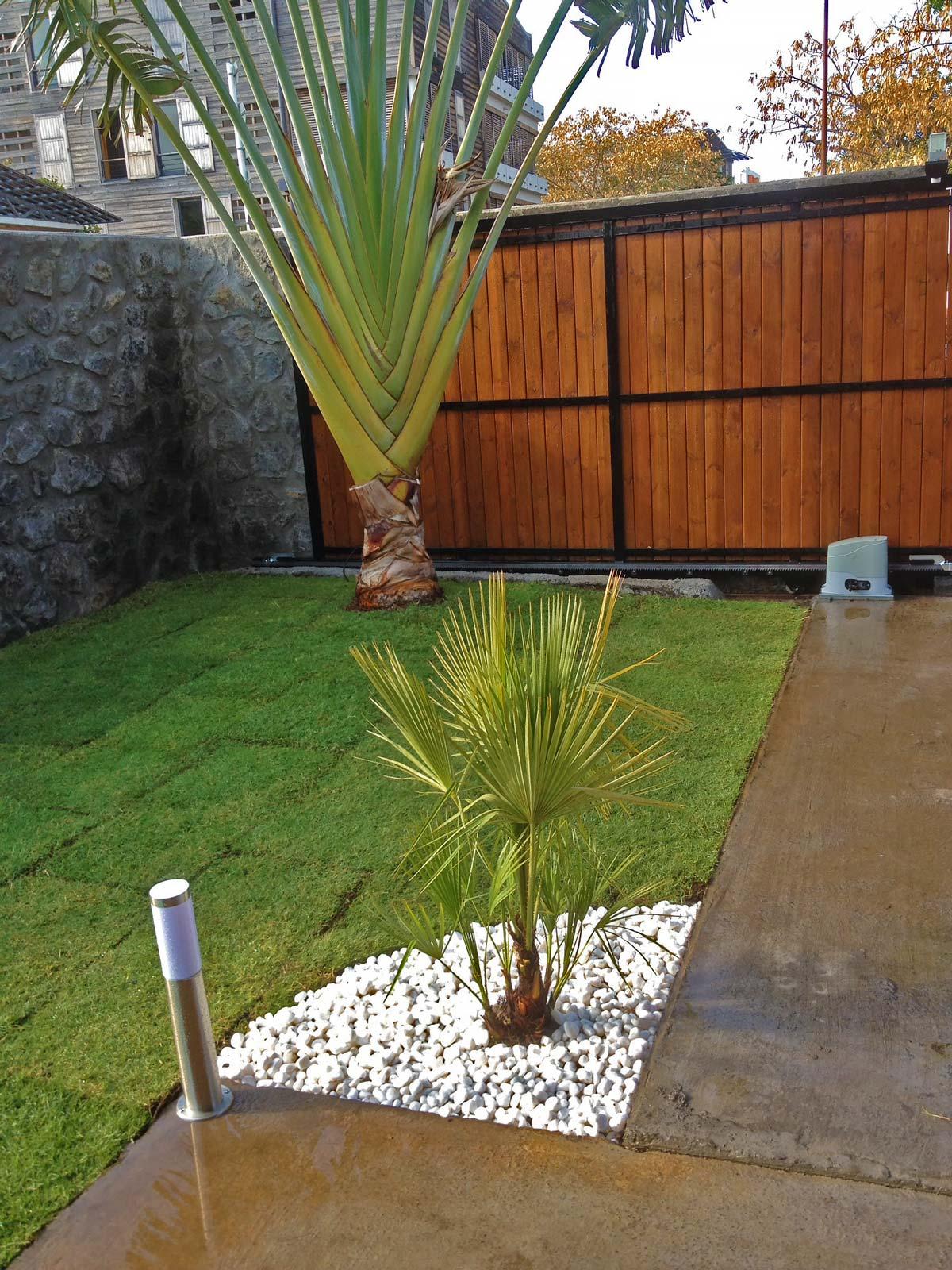 Création De Jardins Sur L'île De La Réunion à Jardin Avec Galets Blancs