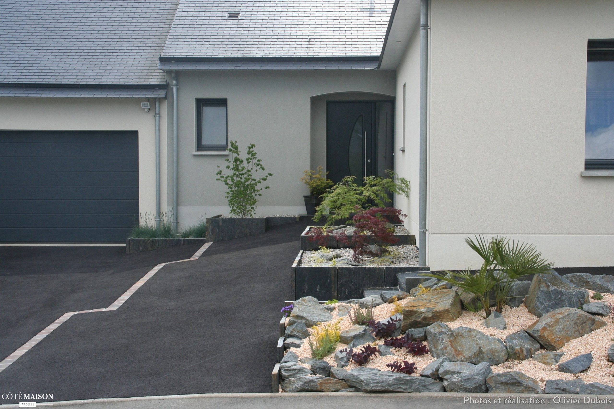Création D'une Zone Parking Et Des Parterres À L'entrée ... serapportantà Création Allée De Jardin