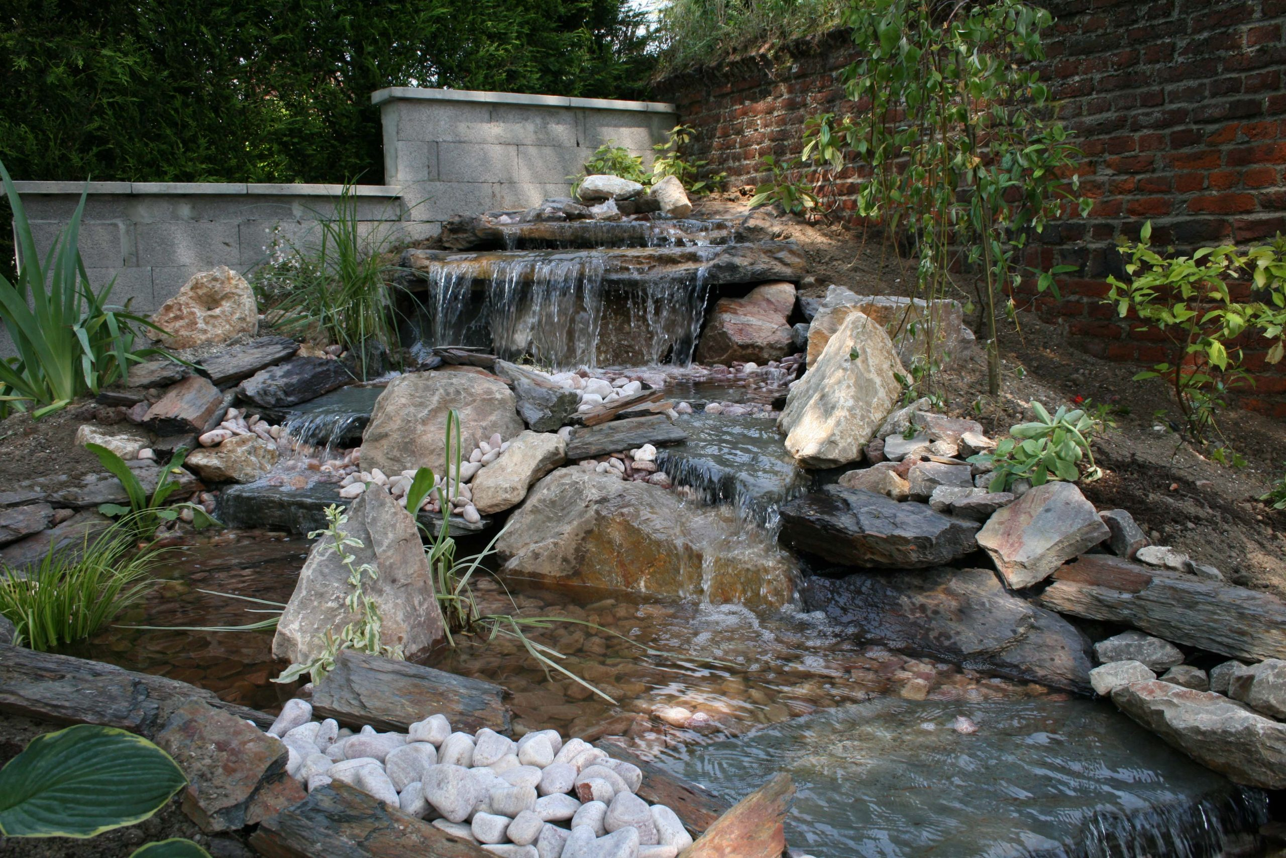 Cuisine: Ment Construire Sa Cascade Expert Bassin Cascade ... avec Construire Un Bassin De Jardin