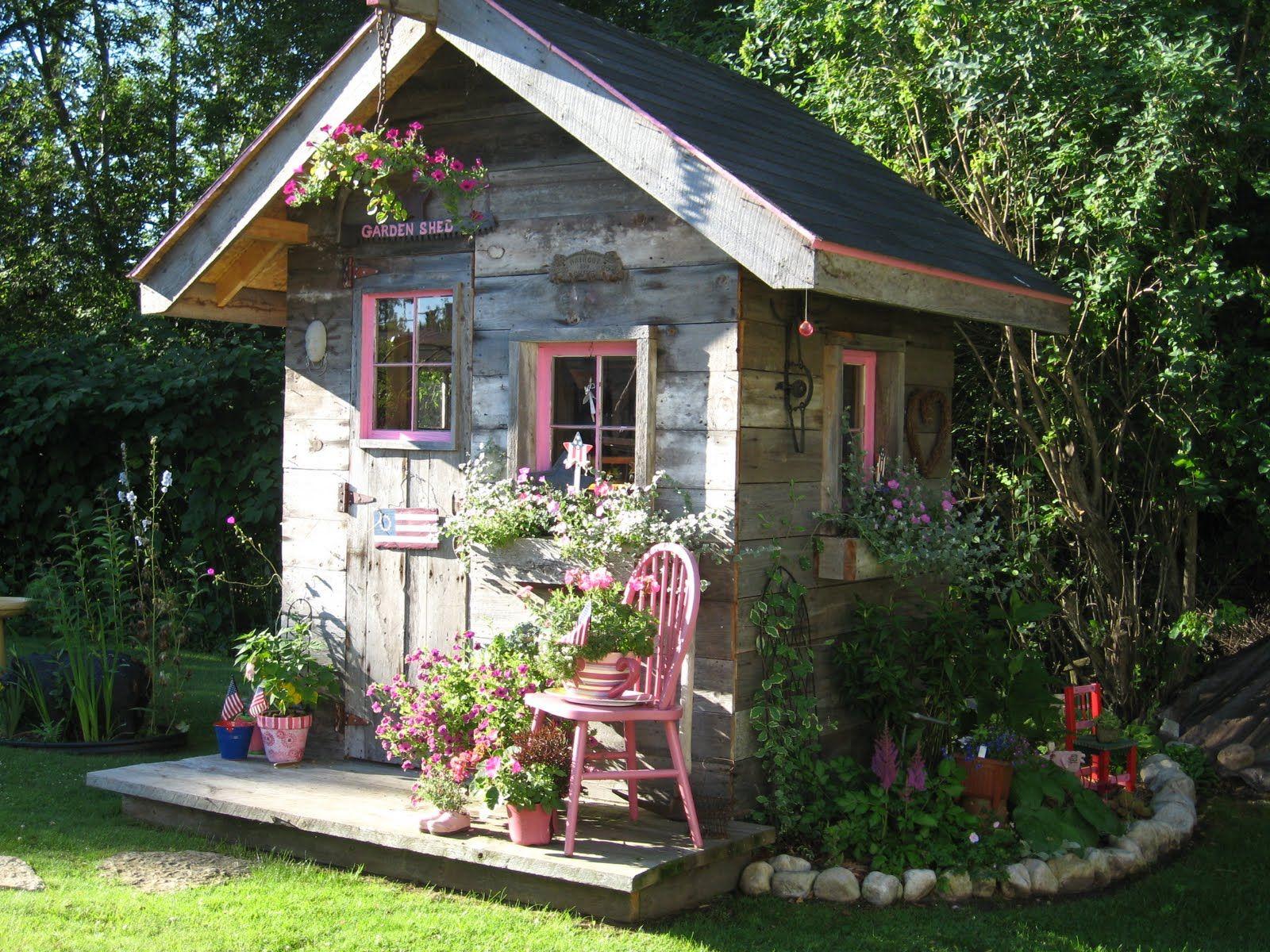Cute Garden Shed ~ Love The Pink | Chalet De Jardin ... intérieur Construire Une Cabane De Jardin