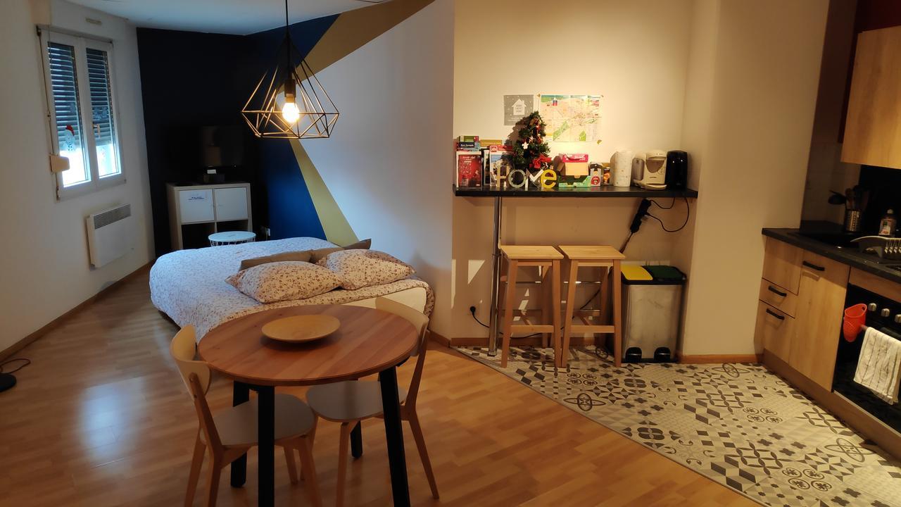 """Daire Studio """"le 62"""" (Fransa Mulhouse) - Booking destiné Table De Jardin En Carrelage"""