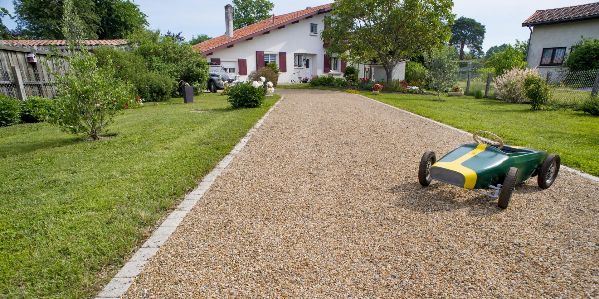 Daniel Moquet, Aménagement Cour, Allée De Jardin Et Terrasse ... intérieur Allée De Jardin Pas Cher