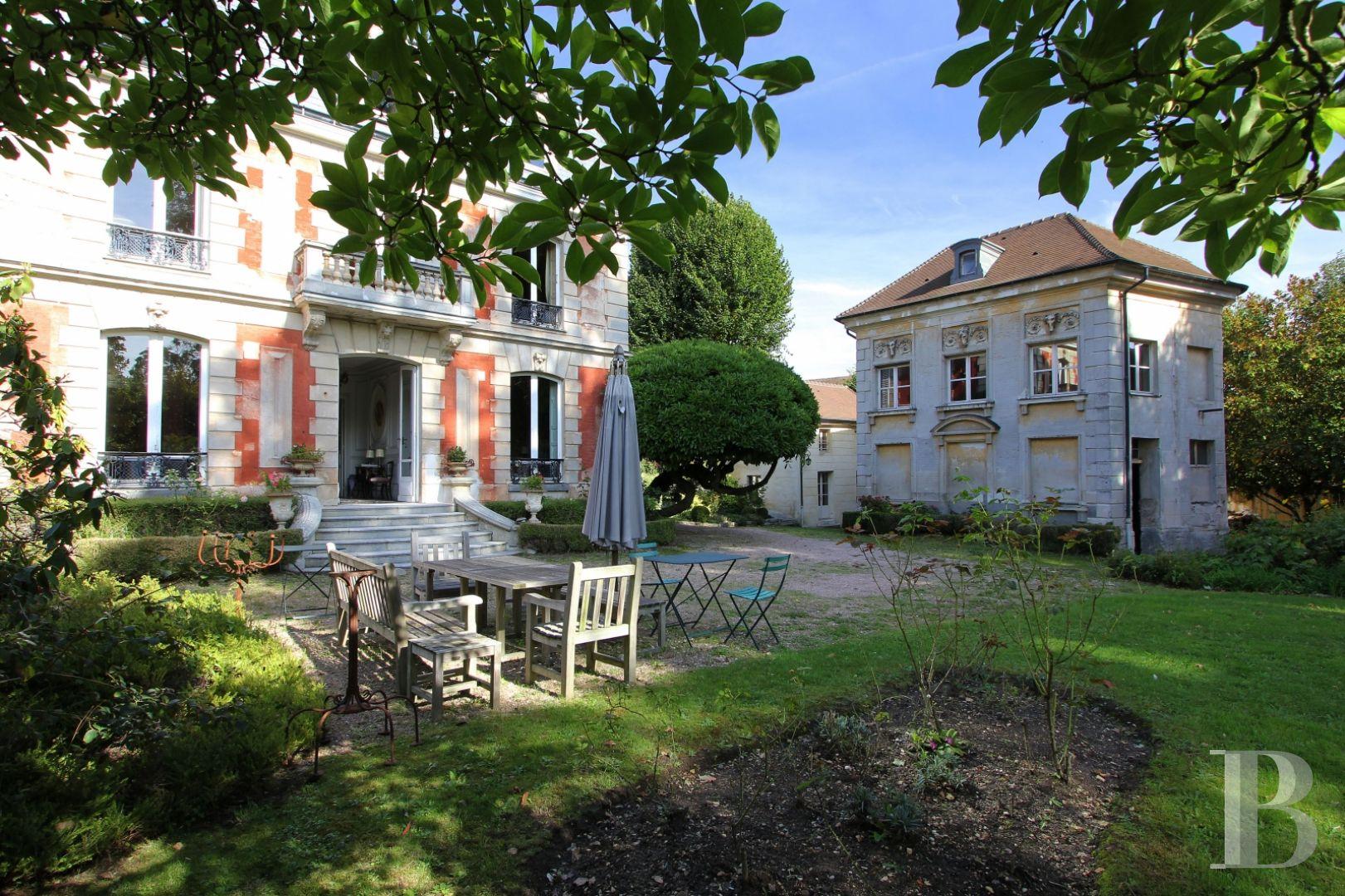 Dans Un Quartier Historique, Non Loin Du Parc De Sceaux Un Hôtel  Particulier Et Ses Dépendances avec Maison A Vendre Draveil Paris Jardin