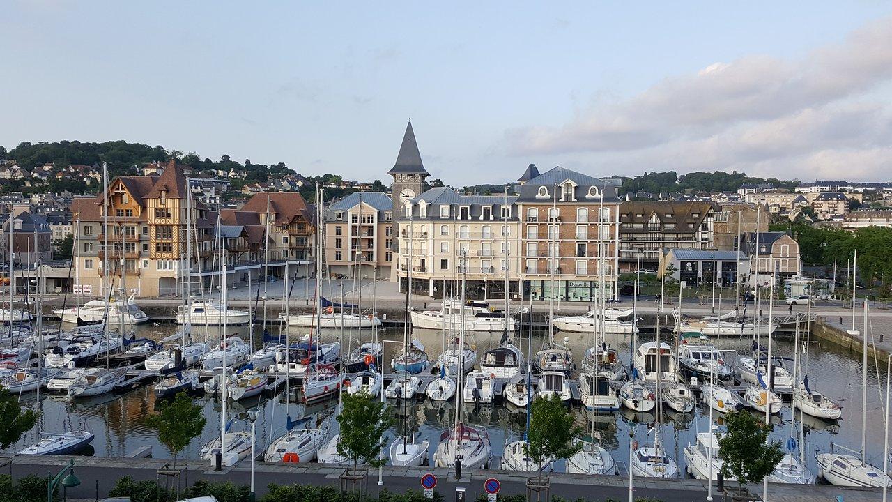 Deauville City 2020: Best Of Deauville City, France Tourism ... concernant Petite Barriere Jardin