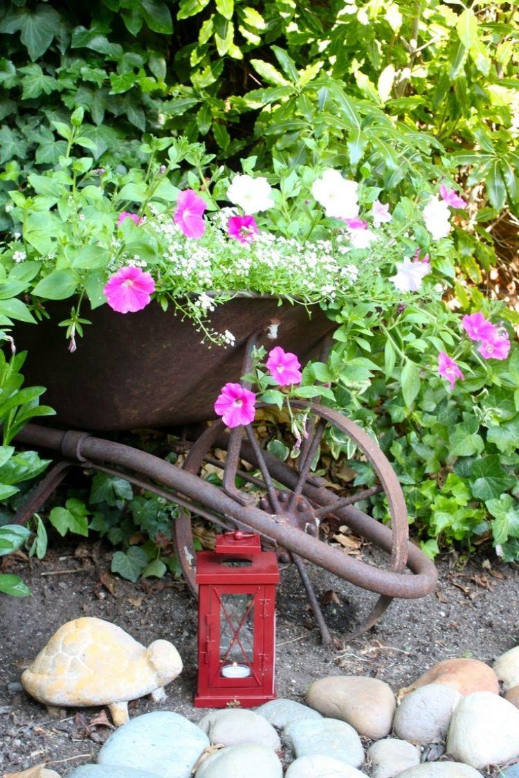 Déco Jardin Diy: Idées Originales Et Faciles Avec Objet De ... intérieur Brouette Deco Jardin