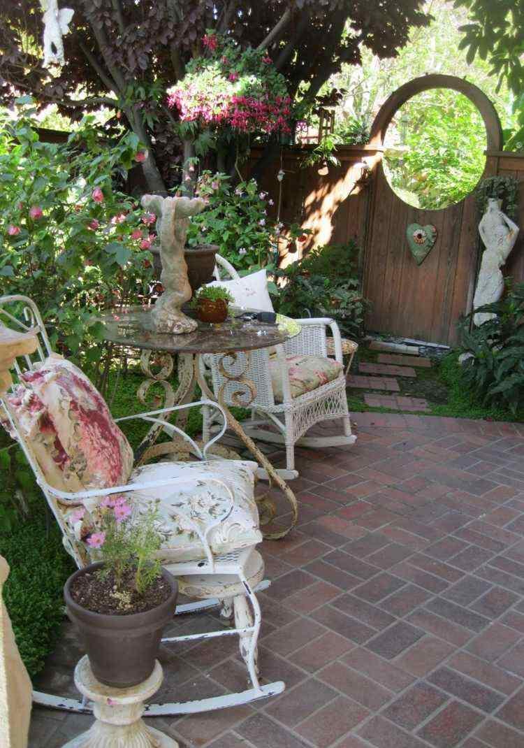 Décoration Jardin Pas Chère En 30 Objets De Style Shabby ... à Coussin De Jardin Pas Cher