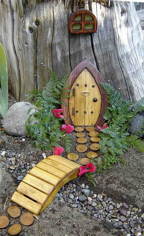 Décoration Pour Jardin À Faire Soi-Même–Porte De Gnome ... encequiconcerne Pont En Bois Pour Jardin
