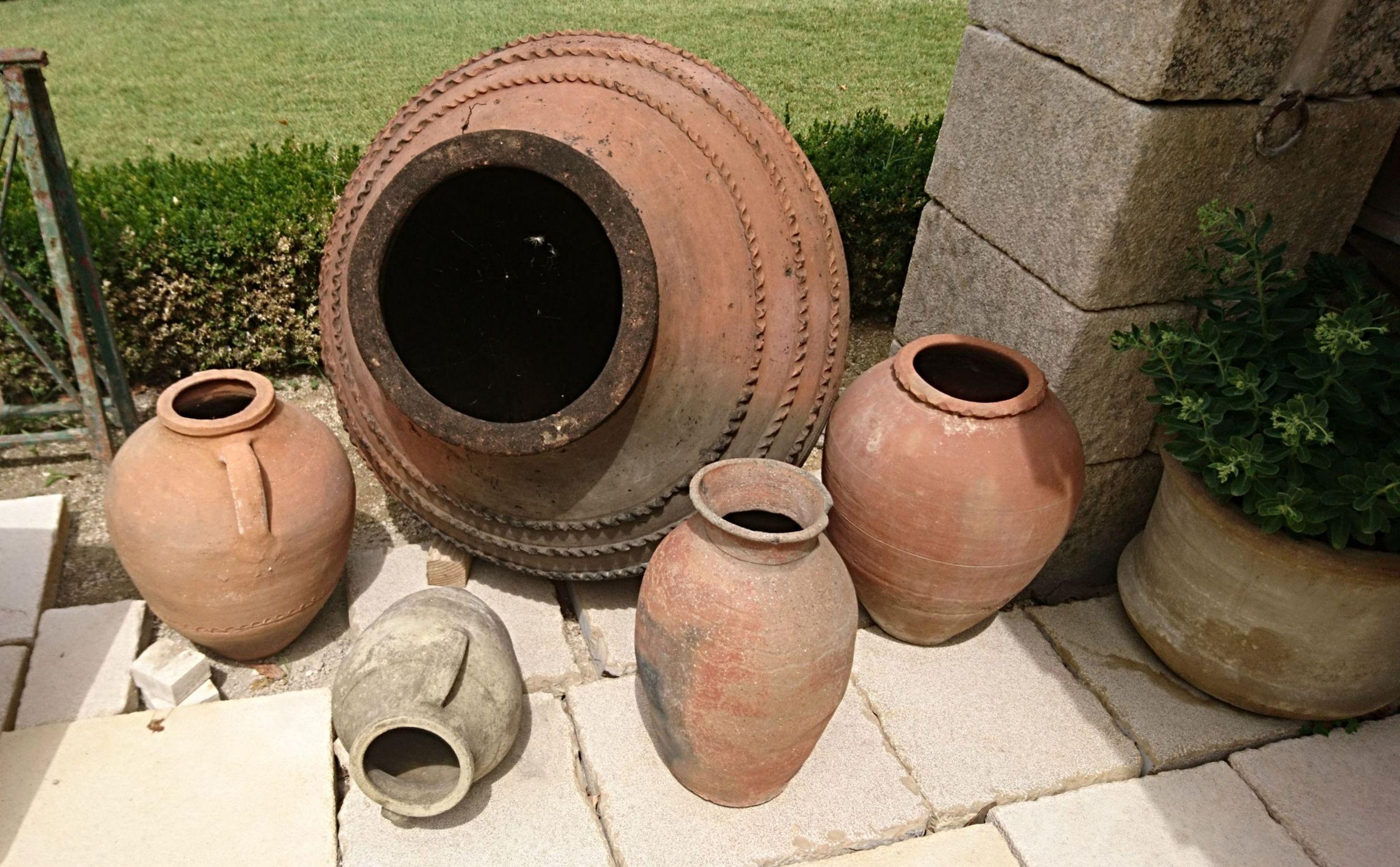Découvrez Les Poteries Et Jarres Anciennes Proposées Par ... serapportantà Jarre Terre Cuite Pour Jardin