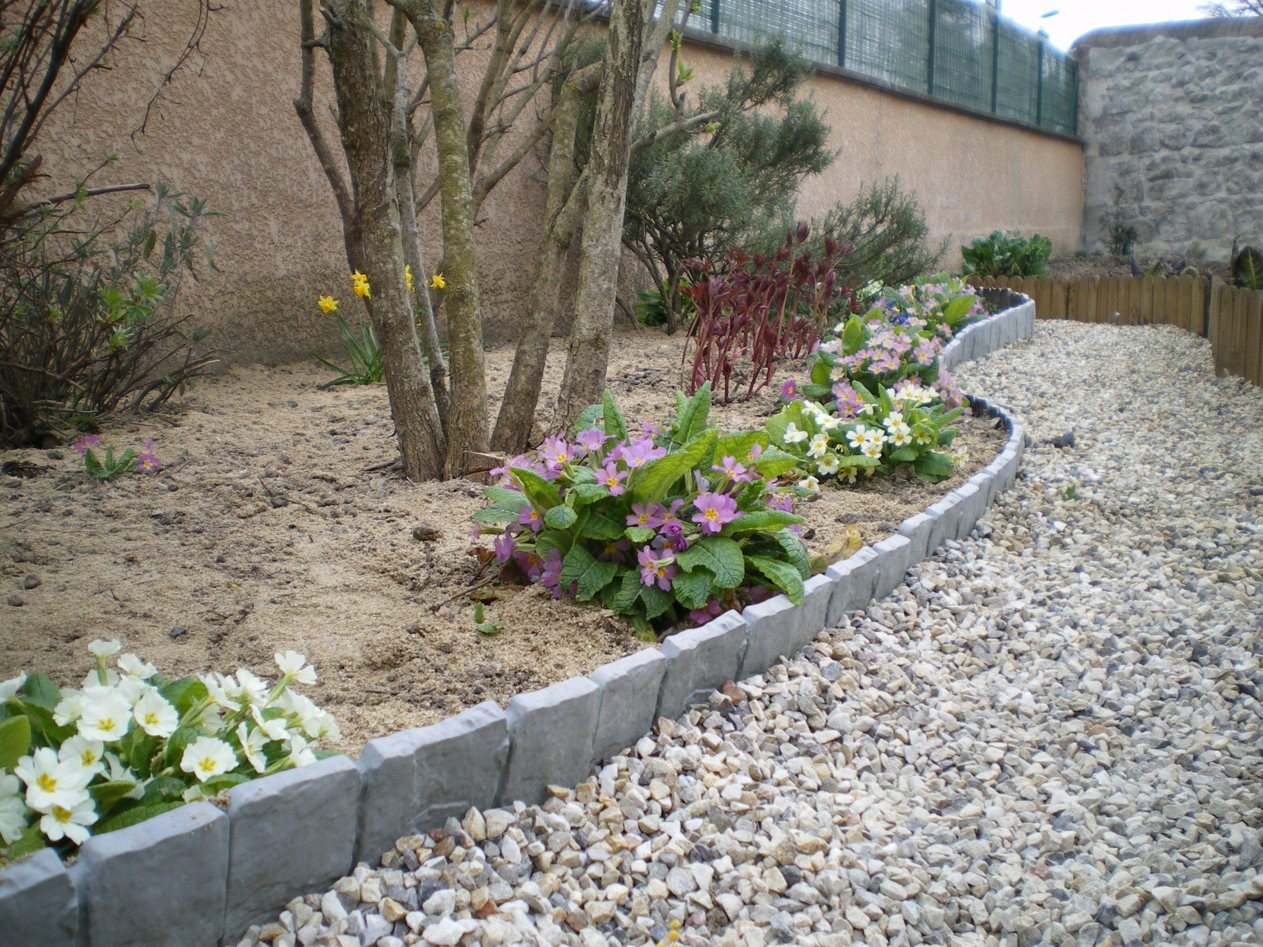 Délimitez Vos Allées De #jardin Avec De Belles Bordurettes ... dedans Bordure De Jardin En Pierre