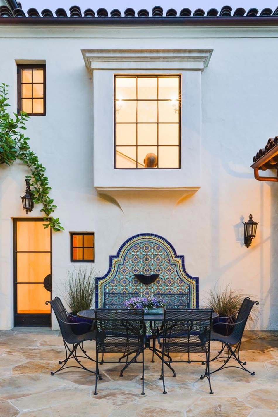 Des Idées De Déco Jardin Qui Apportent De La Couleur À Nos ... à Decoration Pour Mur Exterieur De Jardin