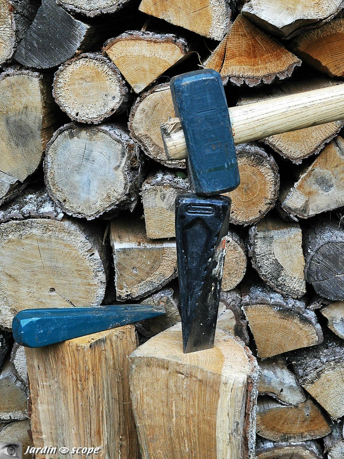 Des Outils Perfectionnés Pour Fendre Le Bois... - Le ... destiné Le Bon Coin Outillage De Jardin