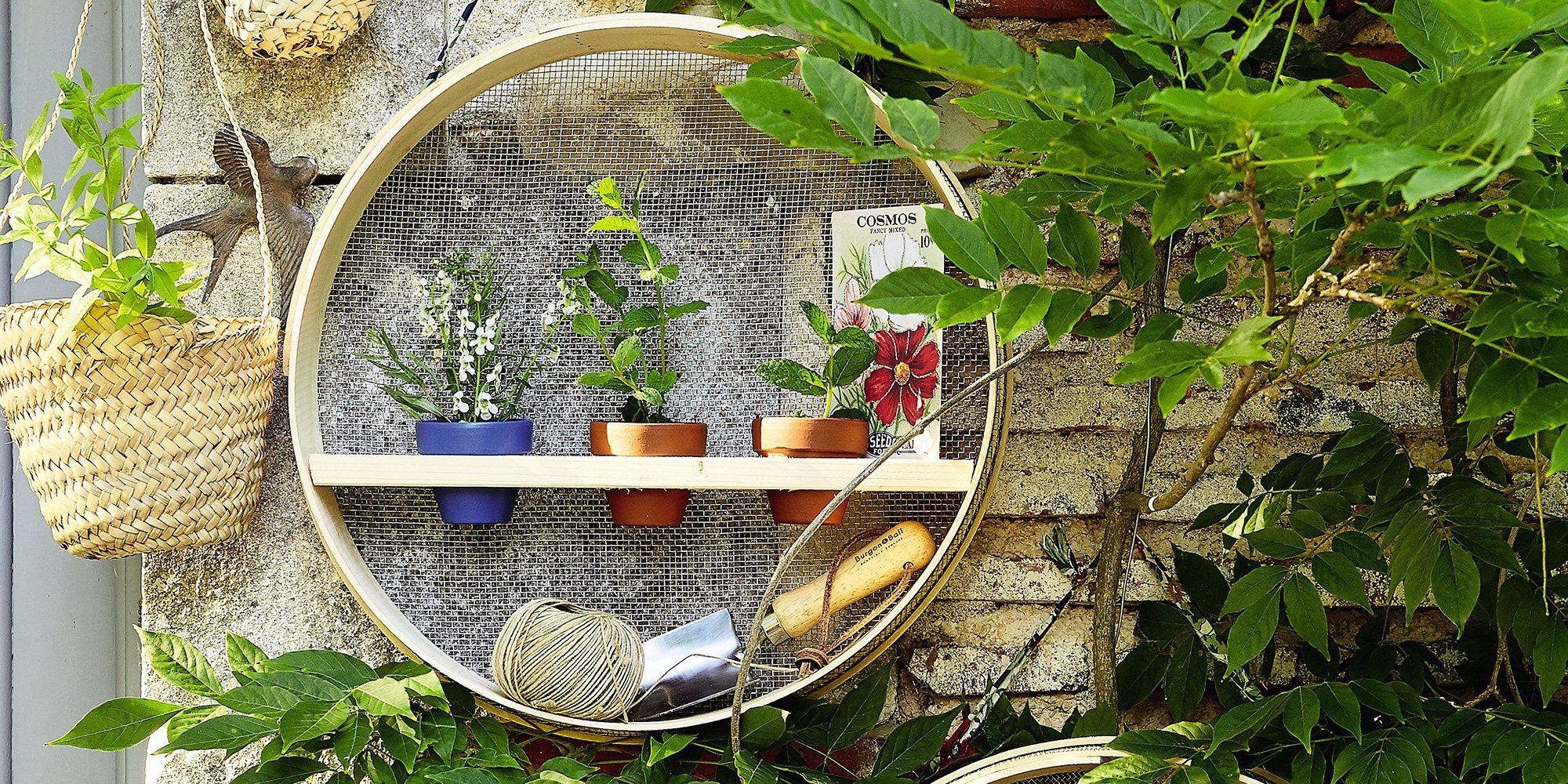 Des Tamis Transformés En Étagères De Jardin | Diy Déco Marie ... intérieur Tamis Jardin