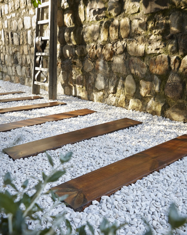 Des Traverses En Bois Pour Construire Une Allée   Leroy Merlin à Allée De Jardin En Bois