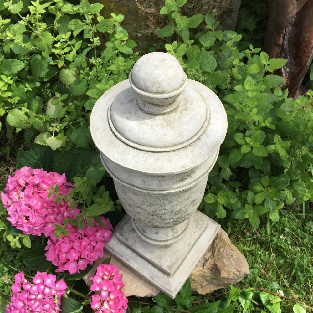 Détails Sur Steinurne Pfeilerschmuck Grab-Dekoration Jardin Urn Amphore De  En Pierres à Amphore De Jardin
