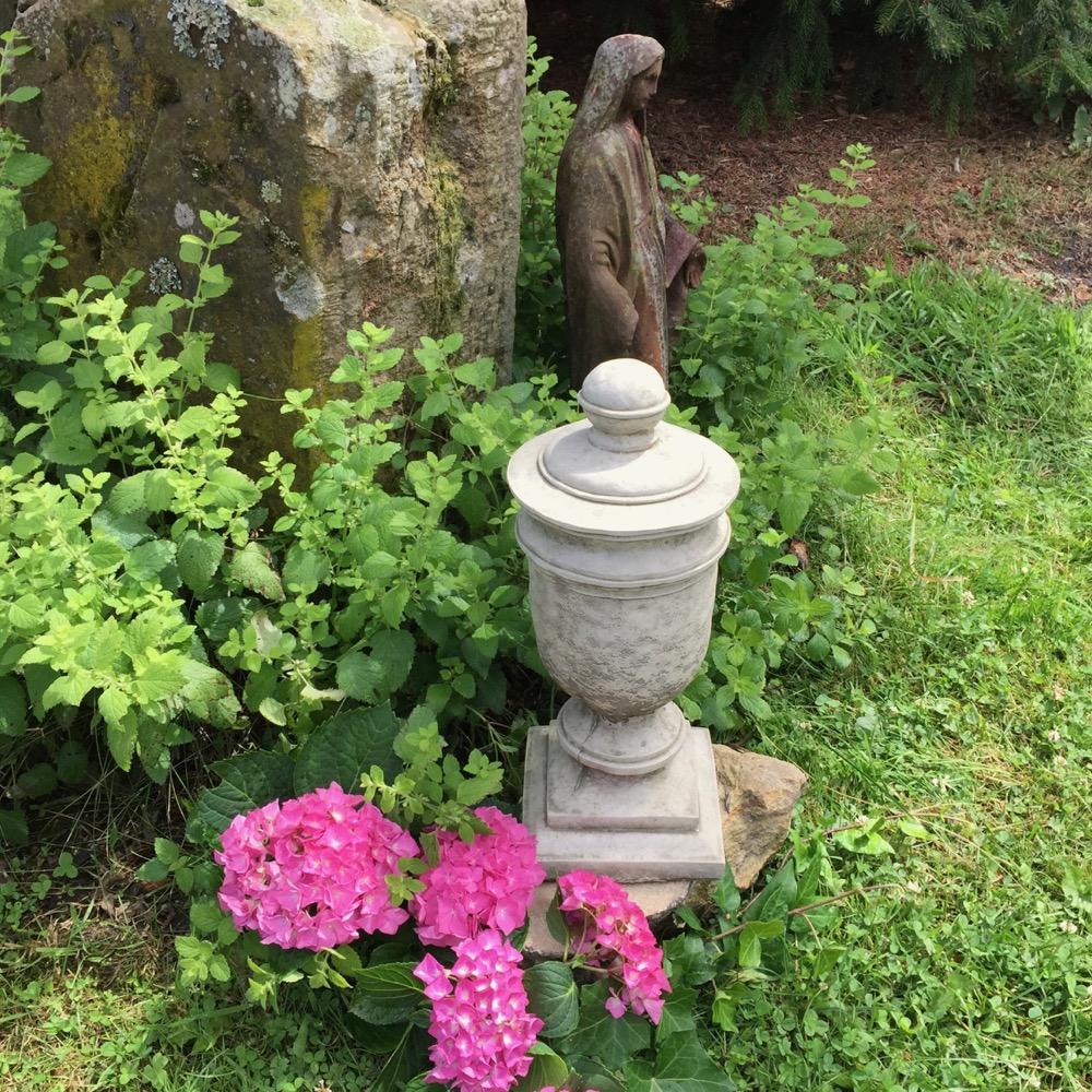 Détails Sur Steinurne Pfeilerschmuck Grab-Dekoration Jardin Urn Amphore De  En Pierres encequiconcerne Amphore De Jardin