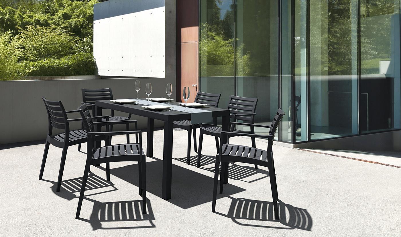 Diy : Comment Peindre Votre Salon De Jardin En Plastique ... dedans Table Et Chaise De Jardin En Plastique