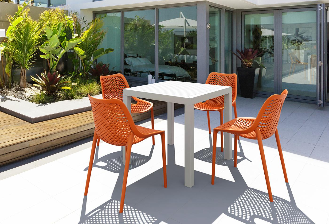 Diy : Comment Peindre Votre Salon De Jardin En Plastique ... pour Table Et Chaise De Jardin En Plastique