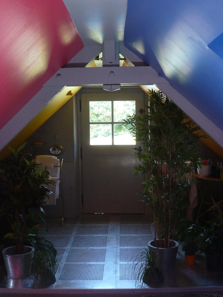 Douche-Jardin Sur Caillebotis De Metal | Chromozone | Manoir ... destiné Caillebotis De Jardin