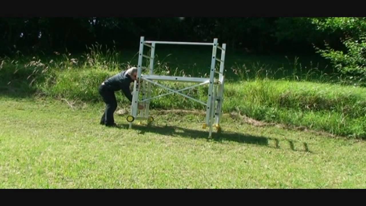 Échafaudage Dans Un Terrain En Pente Avec Le Kit De Rattrapage De Niveau  Fénix pour Echafaudage De Jardin