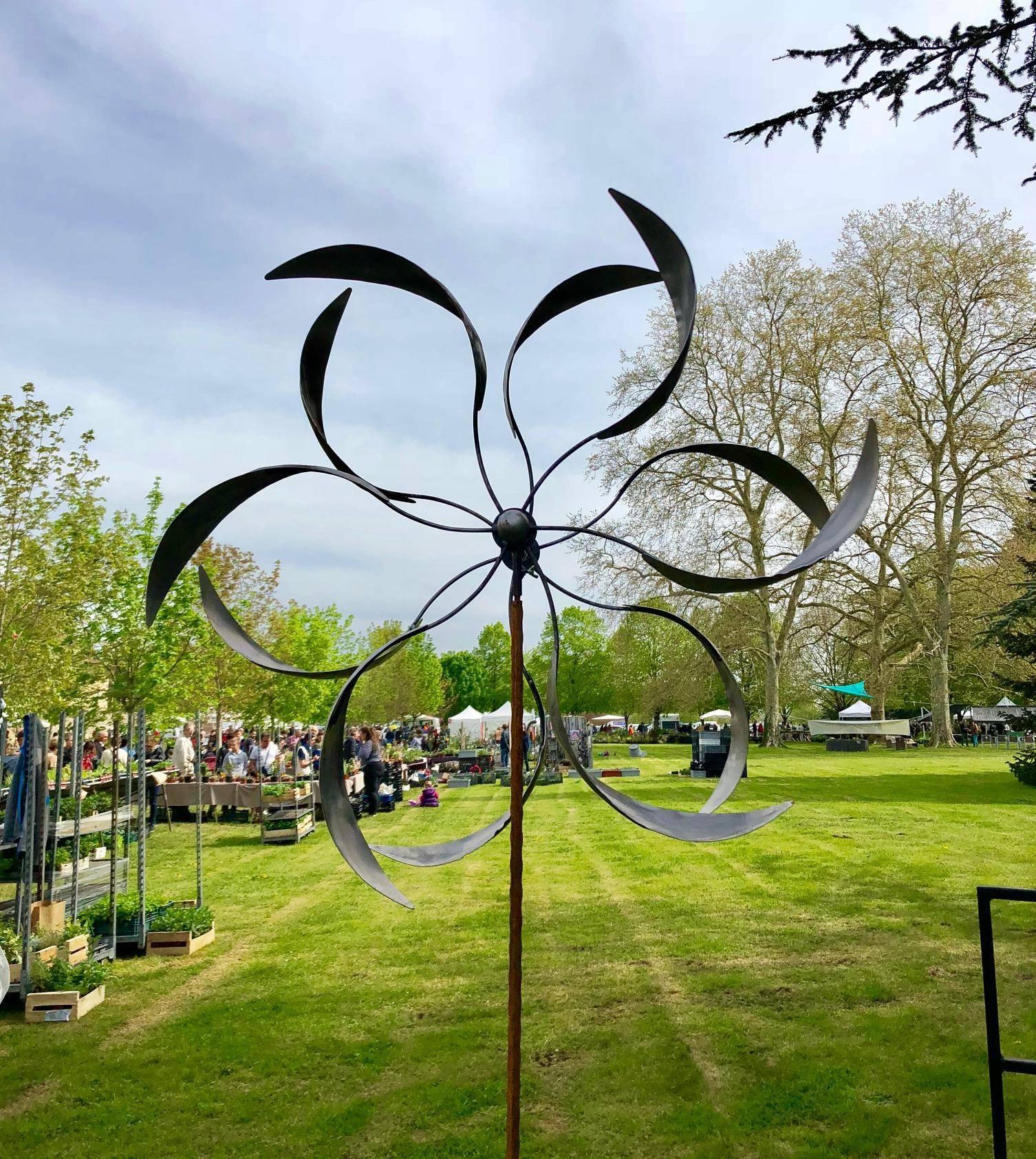 Envoûtante Eolienne Sur Pic Mobile De Jardin En Acier Brut 19X54X208Cm encequiconcerne Eolienne De Jardin